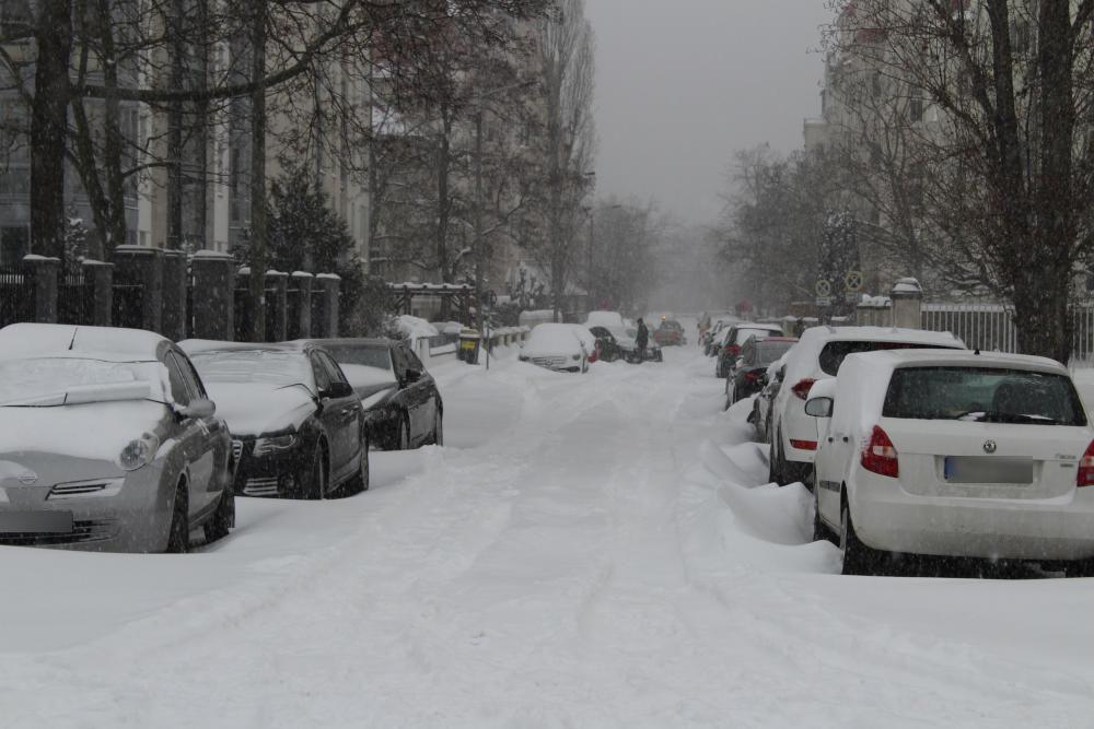 immocom-eingeschneit-nachbarstrasse